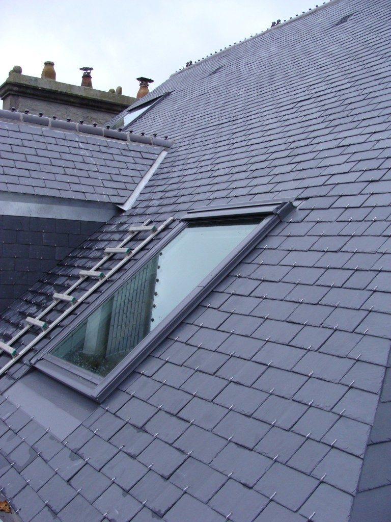 Couverture en ardoise naturel avec fenêtre de toit - 3B Bâtiment - Sébastien Bonnemains